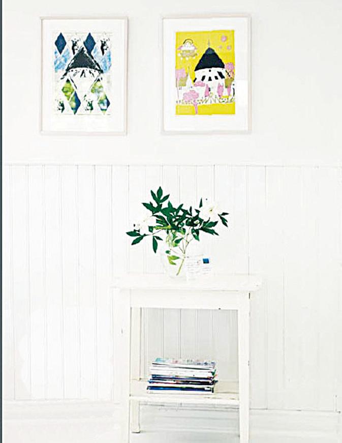 手感風格配上適合的顏色,也可以有很顯著的效果。白樸背景僅配上鮮花與二幅簡單的畫作,槽壁面板則為蒼白的牆面添加了有趣的表情。