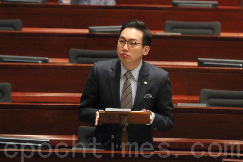 公民黨黨魁楊岳橋形容特首梁振英最後一份《施政報告》是「跛腳鴨政府的最後一章」。(蔡雯文/大紀元)