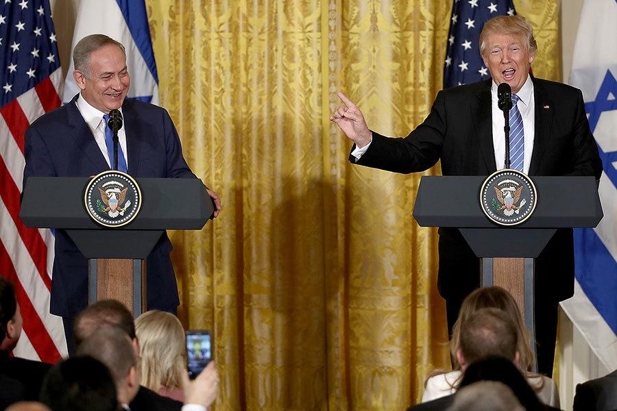 2017年2月15日,特朗普與來訪的以色列總理內塔尼亞胡首次會面。圖為當天在白宮東翼舉行的聯合新聞發佈會。(Win McNamee/Getty Images)
