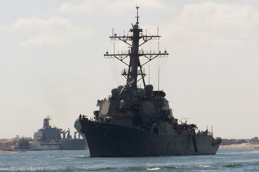 美國國防部歐洲司令部發言人費加德於2017年2月14日表示,波特號驅逐艦10日在黑海執行聯合軍演時,遭遇4架俄羅斯軍機挑釁。本圖為波特號在2012年10月12日,行經蘇彝士運河的檔案照。(STR/AFP/GettyImages)
