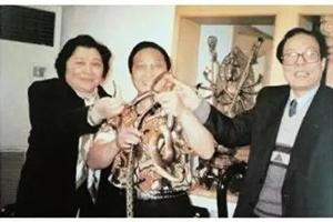 王林與江澤民親妹妹江澤玲及其親信合照曝光