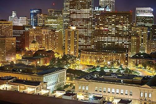 美國費城夜景。(維基百科)