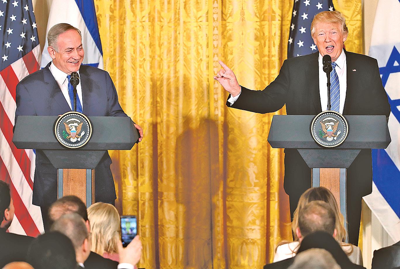 2月15日,特朗普與來訪的以色列總理內塔尼亞胡首次會面。圖為當天在白宮東翼舉行的聯合新聞發佈會。(Getty Images)