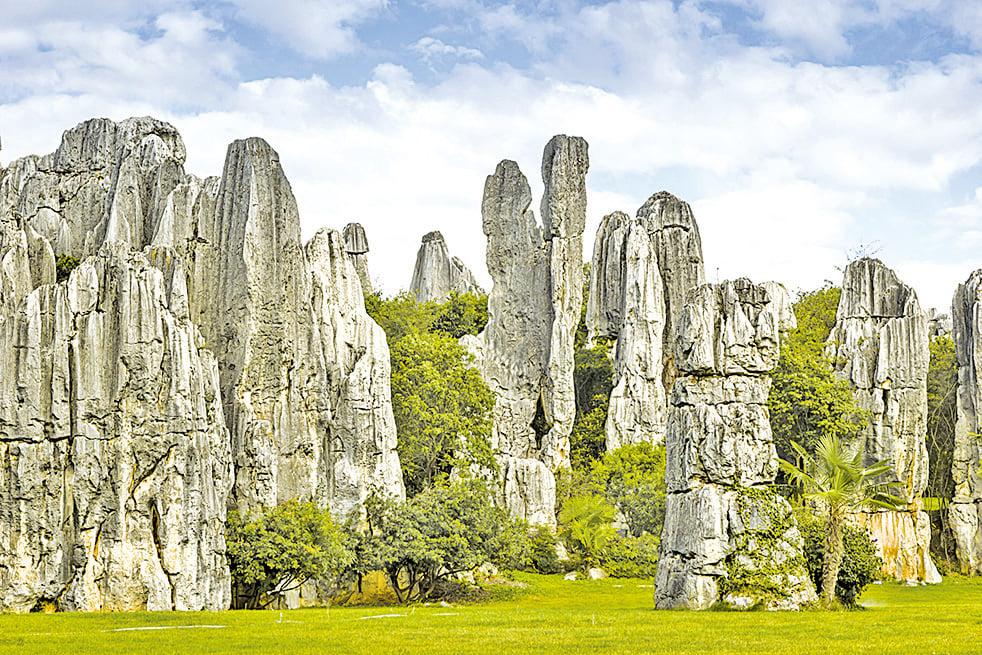 雲南石林被譽為「天下第一奇觀」。(Fotolia)