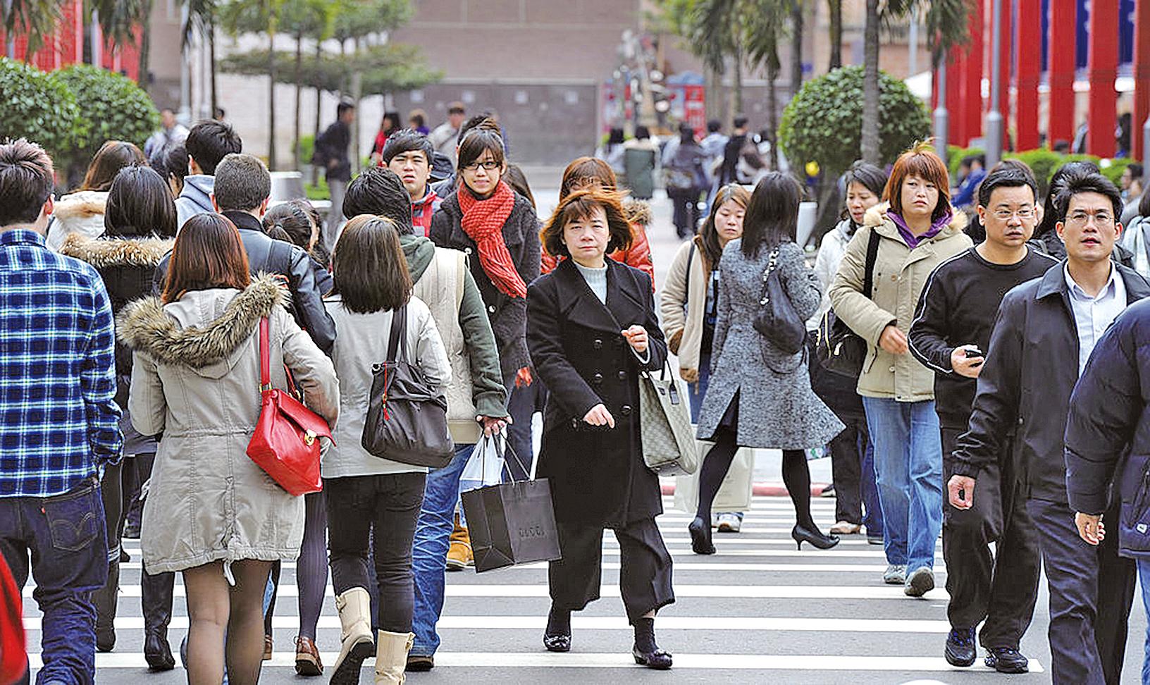 台北街頭的民眾。(SAM YEH/AFP/Getty Images)