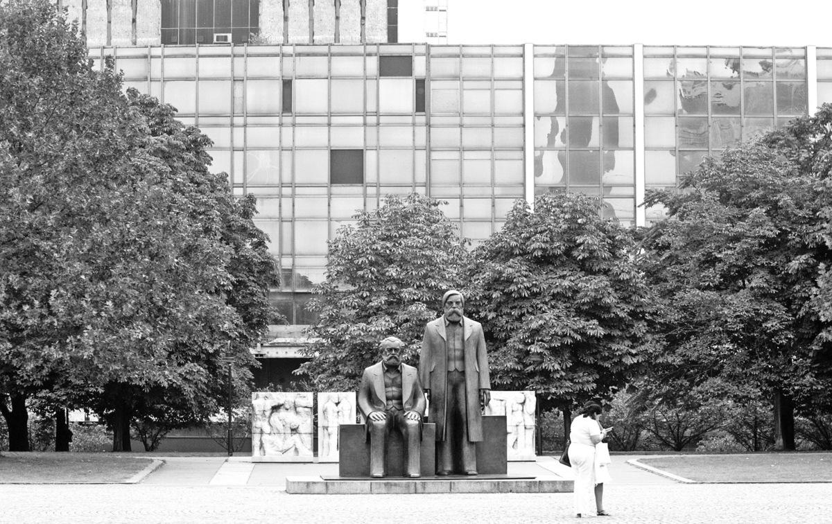 位於柏林的馬克思和恩格斯雕像。(Getty Images)