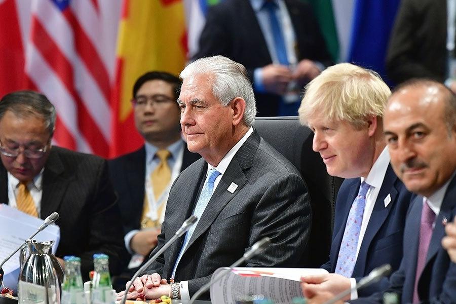 二十國集團(G20)外長會議2月16日及17日在德國波昂舉行,本次會議所有目光聚焦在美國新任國務卿蒂勒森(Rex Tillerson,圖右三)身上。(Thomas Lohnes – Pool/Getty Images)