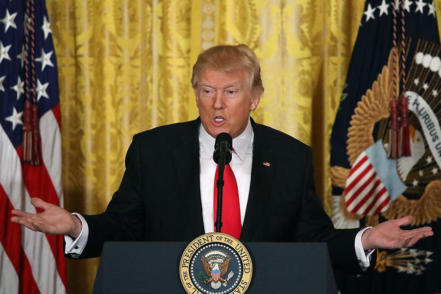 美國總統特朗普16日中午在白宮舉行記者會,說明他上任四周所完成的任務,並預告下周將宣佈重大事項,包括新的移民行政命令。(Mark Wilson/Getty Images)