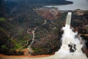 組圖:日夜搶修 北加州水庫危機緩解