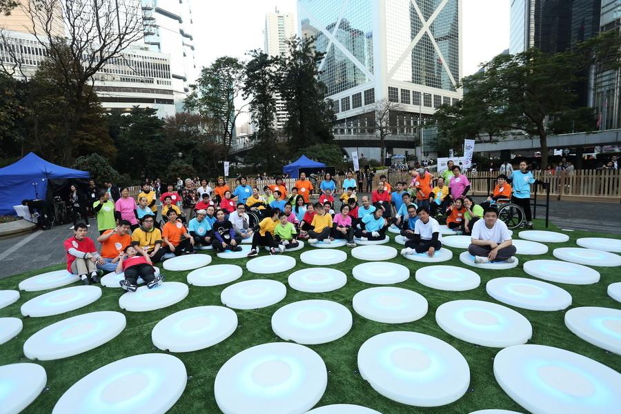 組圖:遮打花園變同心圓燈海 賀藝術節45周年