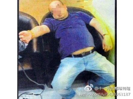 馬來西亞媒體18日刊登一張疑似金正男遇害前的照片,據稱金正男遇襲後,到機場診所求助時的情況。(網絡圖片)