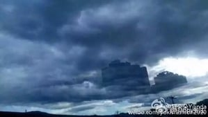 有網民爆料,6月12日傍晚6時許,河北承德高新區驚現海市蜃樓,時長驚達20分鐘。(網絡圖片)