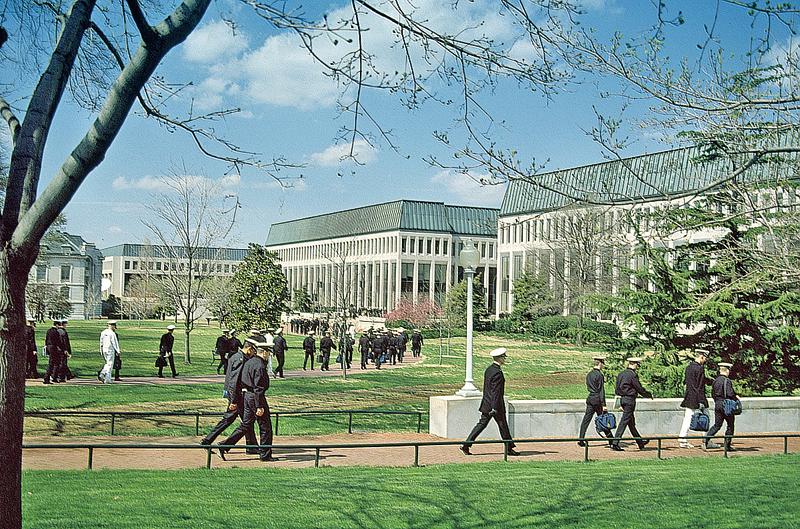 美國海軍學院的入學競爭很激烈,錄取率只有7%。不過,一名來自中國的17歲女孩剛被美國海軍學院錄取。圖為美國海軍學院校區。(維基百科)