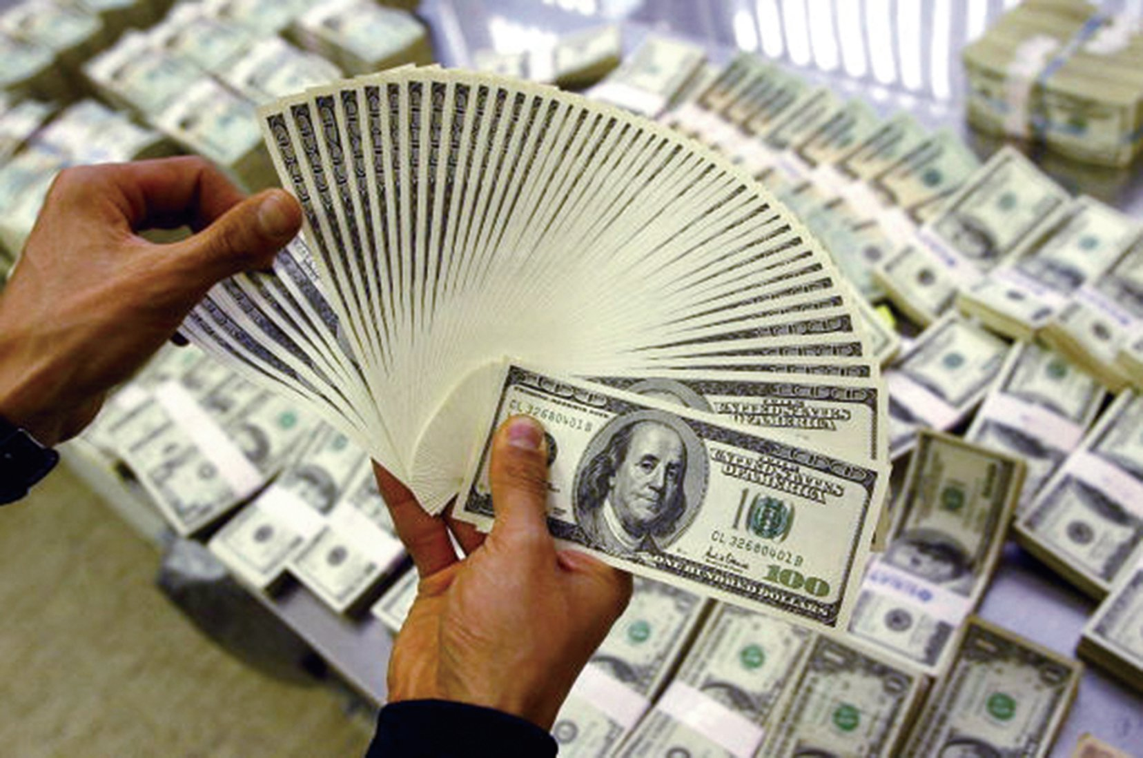 美國經濟數據近期亮眼,但美元走勢卻無法創下新高,或與美國總統特朗普先前認為美元太強有關。(Getty Images)