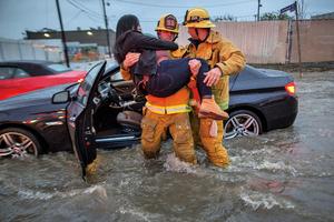 乾旱多年 南加州遭遇暴風雨 至少6死