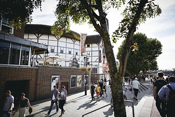 人流不息的泰晤士河南岸,莎士比亞環球劇場自成一景。(John Wildgoose)