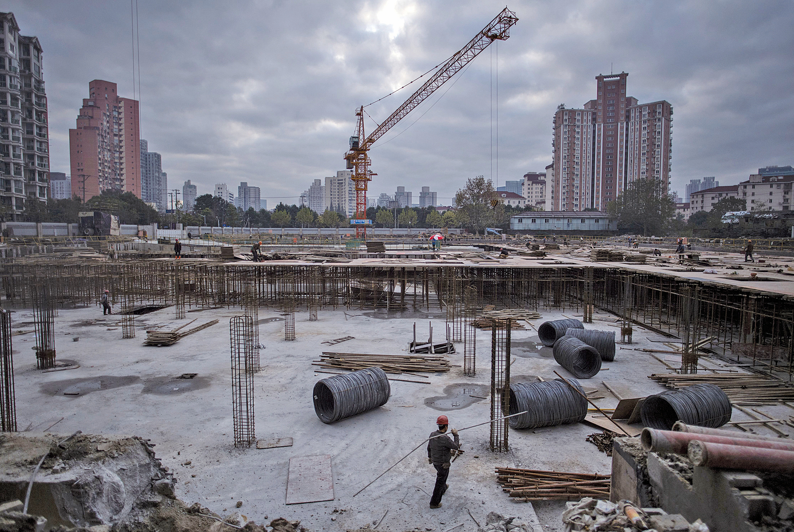 1月份以來,大陸多地依舊出現了諸多「地王」。有分析直指,大陸房地產亂象的背後推手是中共對土地的壟斷。(Getty Images)