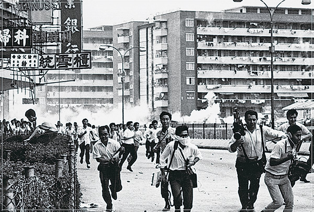 六七暴動期間,左派暴徒在全港放置「土製菠蘿」,隨時奪命、炸掉炸傷肢體。導演羅恩惠說,有些暴徒還會向正在接受治療的傷者再投擲炸彈,欲置人於死地。(互聯網圖片)