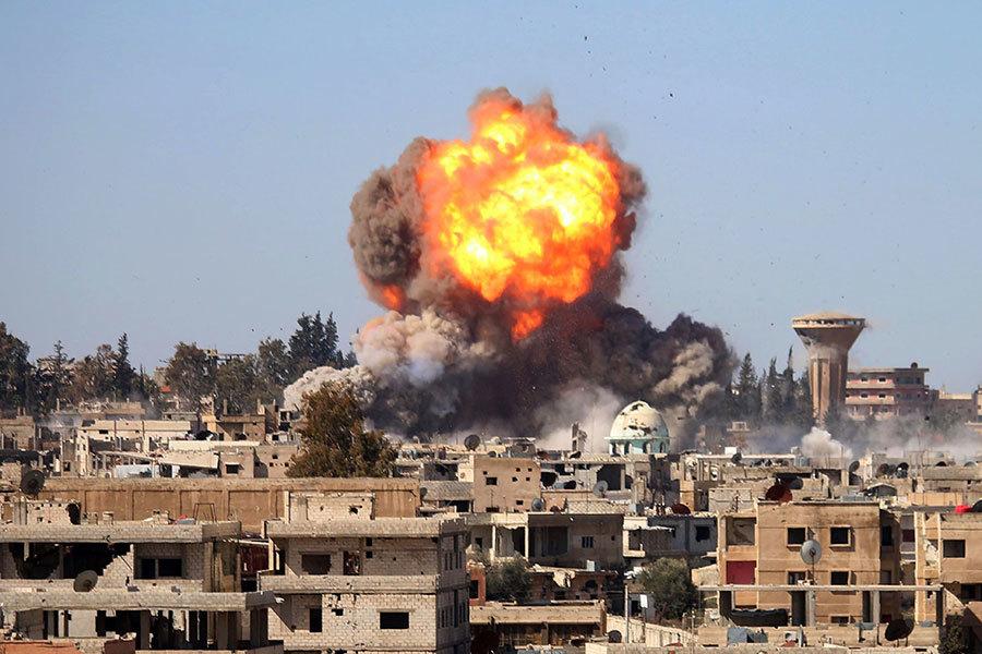 2017年2月20日,在敘利亞Daraa市南部發生氣查炸彈襲擊事件,政府軍與叛軍之間的升溫導致約10萬人處於危機之中。(MOHAMAD ABAZEED/AFP/Getty Images)