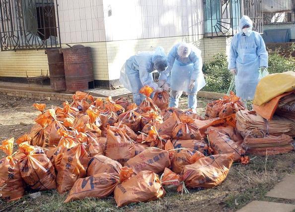 圖為2月3日雲南一個農場爆發禽流感所宰殺的雞隻。(Getty Images)