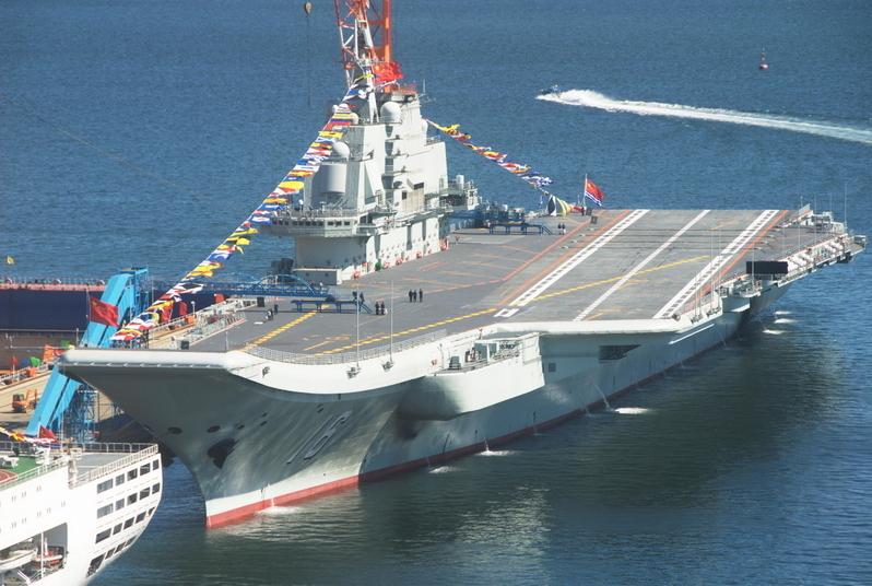 圖為2012年9月24日,遼寧號交給軍方後停泊在大連。(大紀元資料室)