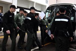 曾蔭權今判刑 早上坐囚車從伊院押解至高等法院