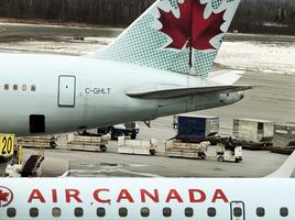 報告:沒繫安全帶 上海飛加國航班乘客飛撞天花板