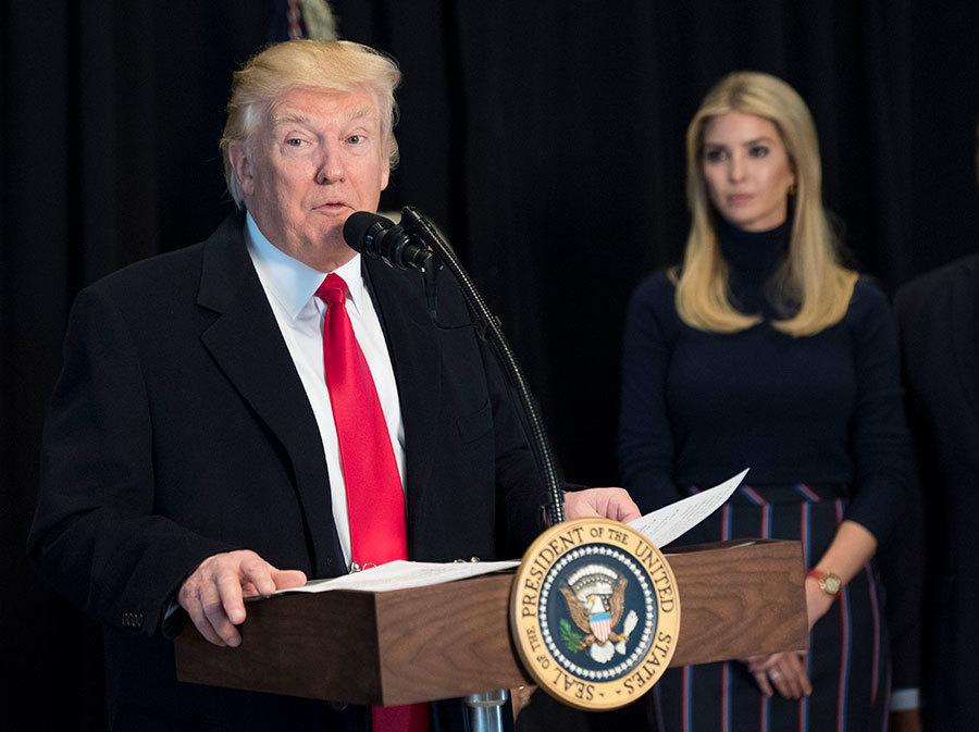 美國第一千金伊萬卡(右)在白宮設立辦公室,表示將繼續對父親特朗普(左)提供廣泛建言。(Kevin Dietsch - Pool/Getty Images)