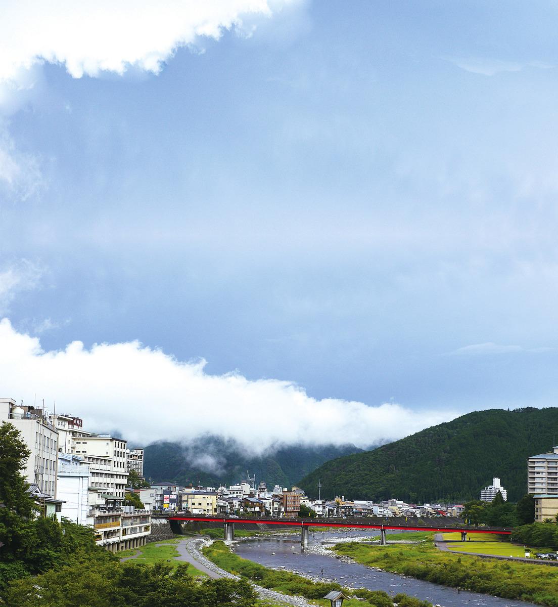 日本岐阜縣的下呂溫泉與神戶的有馬溫泉、群馬縣的草津溫泉並稱日本三大溫泉鄉。圖為位於飛彈河邊的下呂溫泉街。(PIXTA)