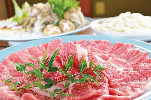 岐阜縣北部山區出產的飛彈牛,為日本少數的高級牛肉。入口即化,油而不膩的口感令人回味無窮。(PIXTA)