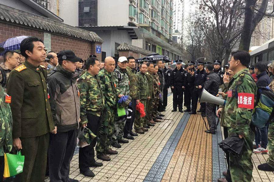 四川轉業軍官在省政府上訪。(自由亞洲電台)
