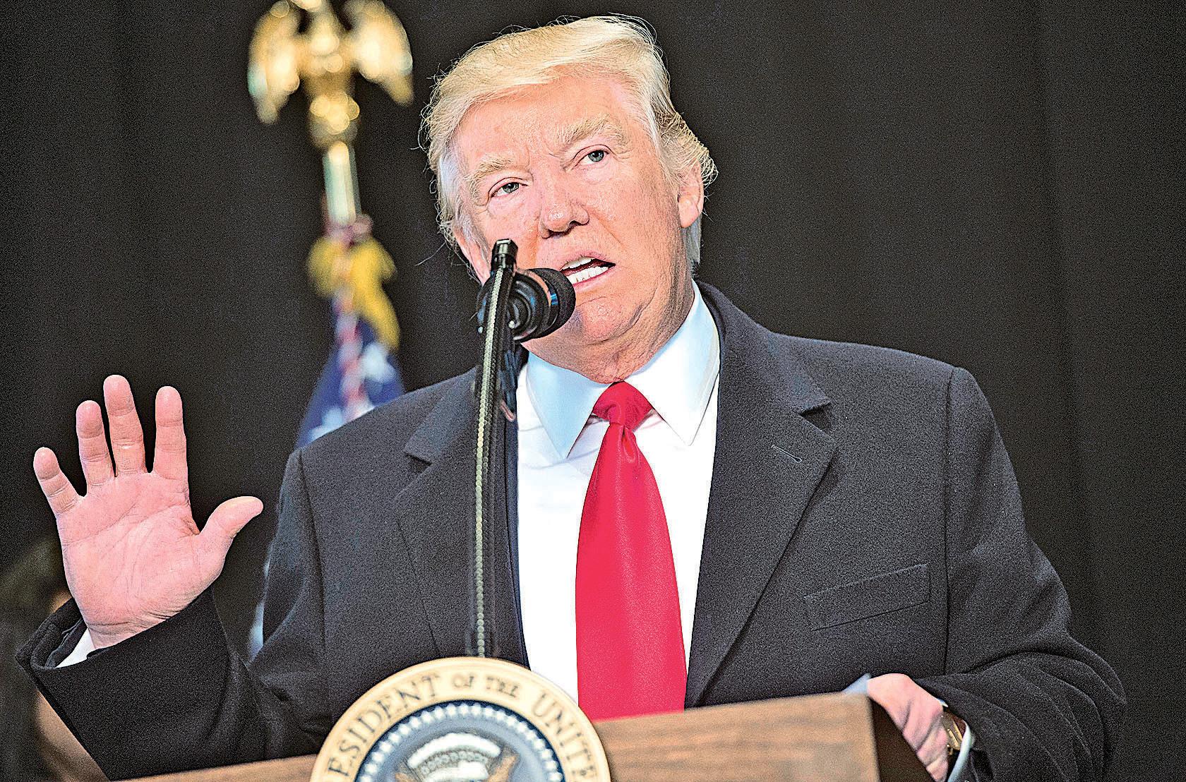 特朗普的移民政策引發廣泛爭議。圖為他在參觀非裔美國歷史和文化博物館發表講話,批評對猶太社區的攻擊。(AFP)