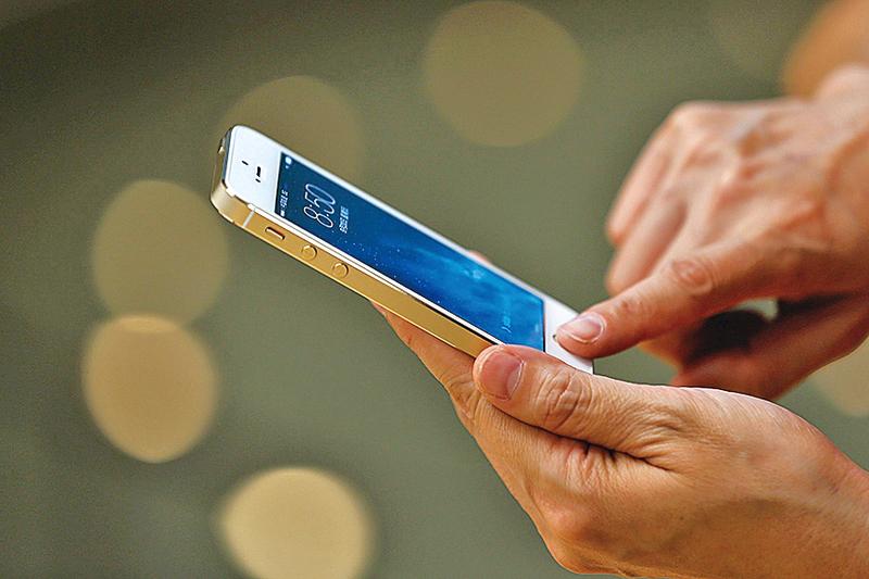 蘋果公司 iPhone 6S、iPhone 6S Plus 25日開賣。(宋祥龍/大紀元)