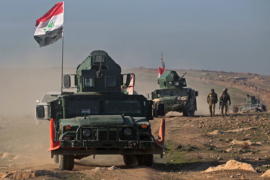 周四(23日),在美國領導聯軍空襲的支持下,伊拉克安全部隊從IS手中重新收復了摩蘇爾國際機場。(AHMAD AL-RUBAYE/AFP/Getty Images)