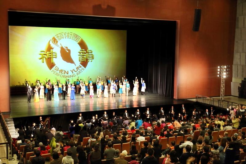 2017年2月23日晚間,神韻紐約藝術團在桃園展演中心舉行第四場演出,締造爆滿票房。(林仕傑/大紀元)