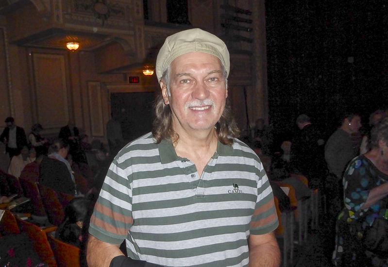 音樂教授Glenn Lyons先生於2月23日晚在費城瑪麗安劇院觀看了神韻演出後表示,神韻音樂很特別。(良克霖/大紀元)