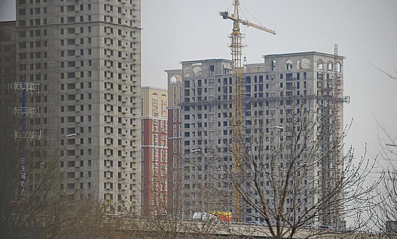 近兩年來大陸房地產業蕭條,在銷售跟不上,庫存承壓的情況下,房企的借債風險也在不斷積聚。圖為一處沒有建設好的樓盤。(AFP)