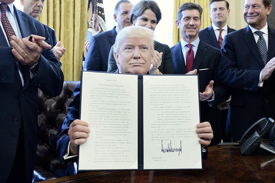 特朗普簽署行政令 廢除「扼殺」就業的法規