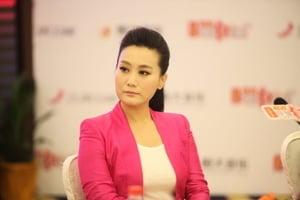 涉政治問題?總政歌手譚晶節目被下架
