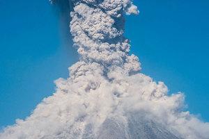 危地馬拉火山爆發 火山灰直衝四千五百米