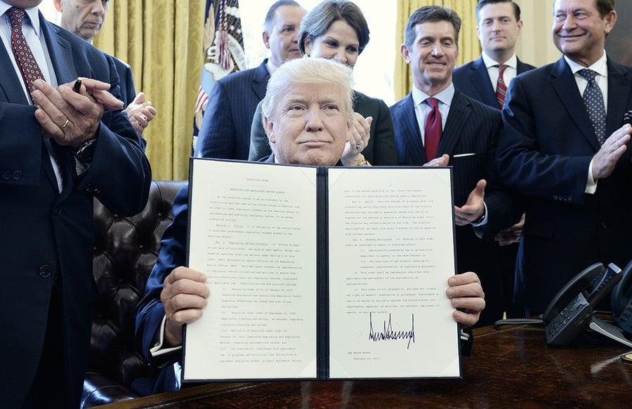 特朗普廢除扼殺就業法規