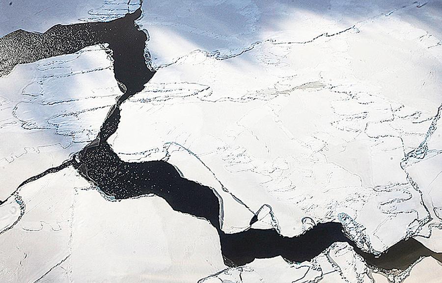 南北極海冰面積各創新低