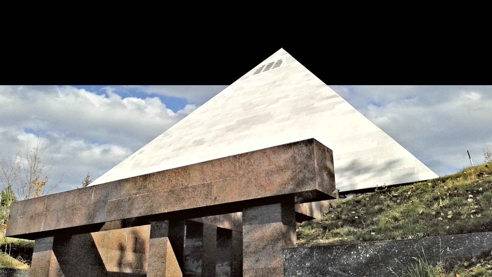 金字塔是酒莊的一部份,作存酒用。