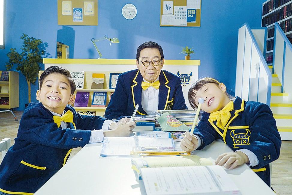 胡楓(修哥)拍攝新一輯短片《3個小學生去旅行》。(Expedia)
