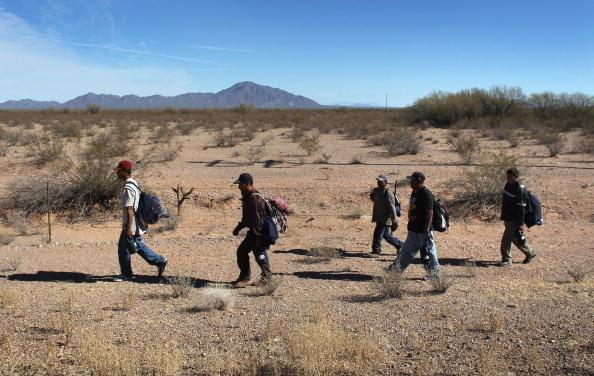 墨西哥內政部長周五(24日)說,墨西哥政府已經對美國使團明確表示,在任何情況下,都不會接收美國遣返的第三國非法移民。(John Moore/Getty Images)