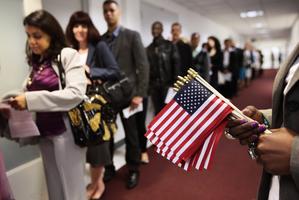 中共官媒稱中國移民將遭美國驅逐 被指造謠