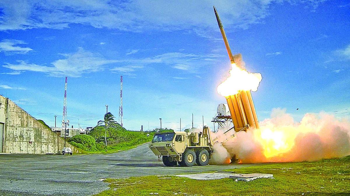 南韓樂天集團董事會27日通過決議,同意向政府轉讓位於星州的哥爾夫球場,用於部署薩德導彈防禦系統。(AFP)