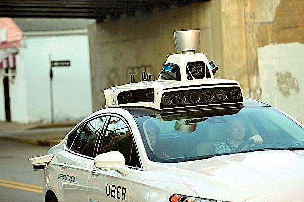 Alphabet控告Uber盜竊自動駕駛技術