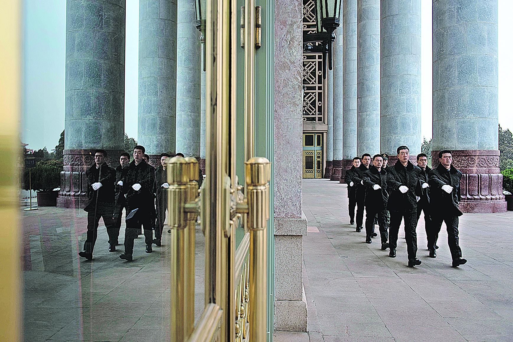 習當局在兩會前針對官場、軍隊、政法、經濟、教育五大系統及涉港台機構同步展開清洗行動,震懾江派。(Getty Images)