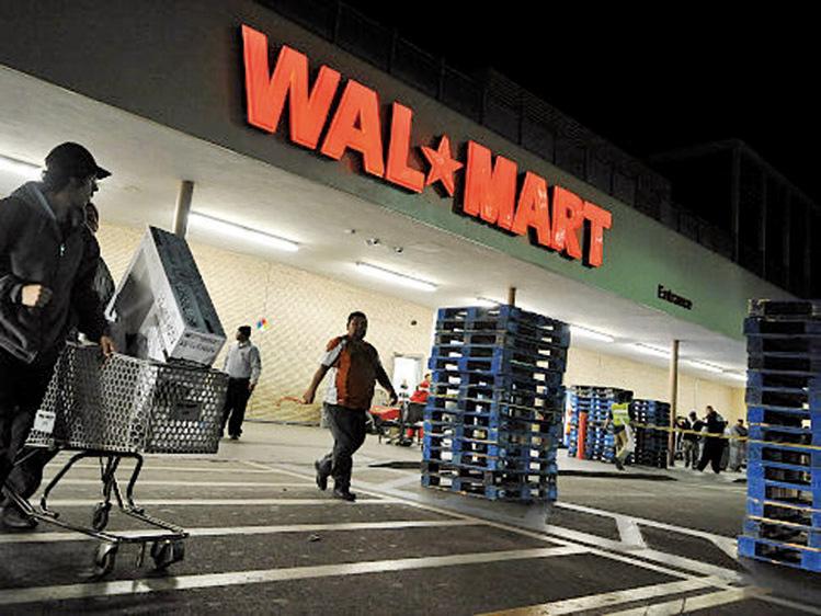 2021年4月29日,有消息稱,美國零售商巨頭沃爾瑪 (Wal-Mart)打算將中國東北、華北區域的門店全數出售給北京大型連鎖超市物美商業集團。圖為一家沃爾瑪超市。(Getty Image)